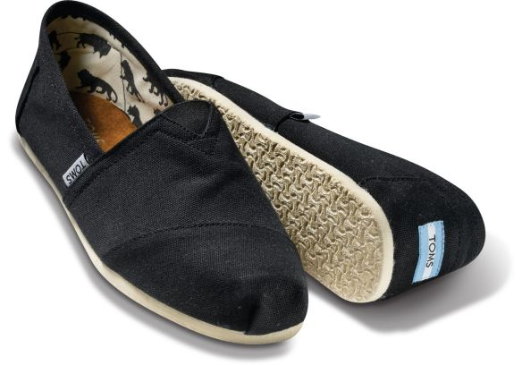 The stranger I saw was wearing this pair of TOMS alpargatas. These alpargatas have modern rubber soles, but traditional canvas uppers.